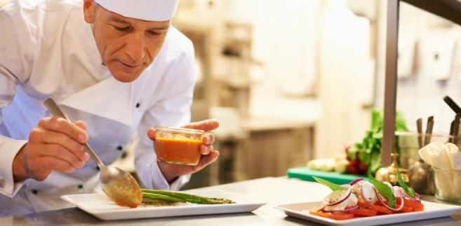 Ogólnodostępne szkolenia kulinarne nie są zwolnione z podatku od towarów i usług