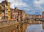 """<strong>Wielkanoc po hiszpańsku: Girona od 200 złotych</strong><br></br><a  href=""""https://www.skyscanner.pl/loty-do/es/tanie-loty-do-hiszpania.html"""" title=""""Gdzie spędzić Wielkanoc 2018? """"><font color=""""#C9C9C9""""> Sprawdź loty do Hiszpanii >></font></a><br></br><a  href=""""https://www.skyscanner.pl/hotele?na=1&sd=2018-03-01&ed=2018-03-01&s-f_iplace=ES&fileName=Hiszpania"""" title=""""Gdzie spędzić Wielkanoc 2018? """"><font color=""""#C9C9C9""""> Sprawdź hotele w Hiszpanii >></font></a><br></br>Szczegóły lotów: najkorzystniej wypadają loty do Girony, od ok. 200 złotych za osobę, obejmujące okres Wielkiego Tygodnia i po samych świętach. Dłuższy pobyt z punktu turystycznego jest cenna, bo Hiszpanie obchodzą go, łącznie z Niedzielą Palmową, dość uroczyście. Za bilet lotniczy do Barcelony (tygodniowy pobyt) zapłacisz ok. 280 złotych.<br></br>Maszerujący legioniści z czasów rzymskich w Gironie na pamiątkę jerozolimskich wydarzeń, czy przechadzka po Las Ramblas i wyłapywanie katalońskiego słońca. Choć to Andaluzja słynie z barwnych wielkanocnych procesji (między innymi z udziałem zakapturzonych pokutników nazarenos) i żarliwego przeżywania Wielkanocy, analizy Skyscanner pokazują, że Barcelona jest jednym z chętniej wybieranych miast na wielkanocny wyjazd. Katalonia stanowi dobrą propozycję dla osób, które chcą raczej złapać oddech niż przeżywać religijne emocje. Zapiszczysz z uciechy jak małe dziecko, gdy obdarzysz się wielkanocnym przysmakiem mona de pascua. To ciasto, które można zapiec na przykład z czekoladowym jajkiem. Dekoracyjna finezja nie ma tu granic – znajdziesz tu wszystko, od figurek popularnych zabytków po podobizny ulubionych piłkarzy.<br></br>"""