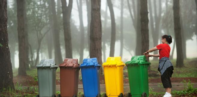 Wszystkie podmioty wytwarzające odpady, których obowiązek odbioru i odpowiedniego zagospodarowania obciąża obecnie gminę, zobowiązane są uiszczać daninę publiczną