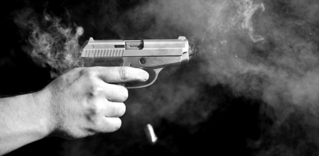 Malejącą tendencję używania broni palnej można dostrzec także w kategorii samobójstw