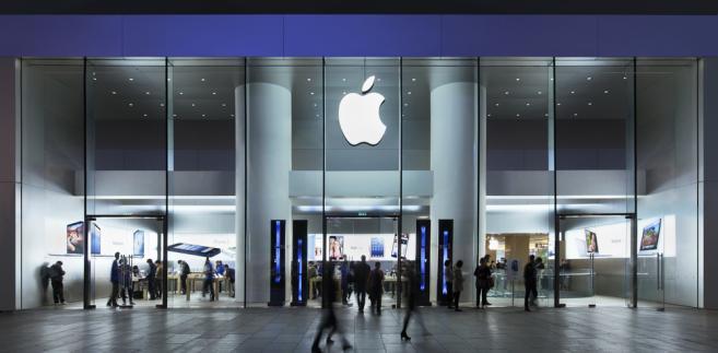 Apple nie płacił praktycznie żadnych podatków od zysków ze sprzedaży w swoich sklepach w Europie - uznała Komisja Europejska, wskazując, że gigant będzie musiał teraz oddać ok. 13 mld euro.