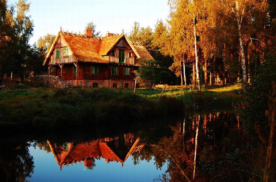 Drewniany dom w tradycyjnym stylu / Polska Drewniana