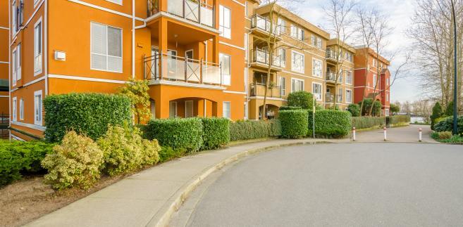 Opisywany projekt pierwotnie zakładał, że przekształcenie użytkowania wieczystego we własność dotyczyć będzie właścicieli mieszkań i lokali użytkowych znajdujących się w budynkach wielolokalowych