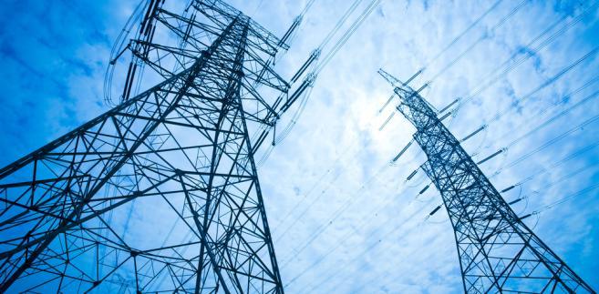 Po uzgodnieniach międzyresortowych sporym zmianom uległ też sam projekt ustawy o rynku mocy, czyli mechanizmu, w ramach którego elektrownie otrzymują wynagrodzenie nie tylko za dostarczoną energię, lecz także za gotowość do jej zapewnienia w razie zapotrzebowania w sytuacjach kryzysowych
