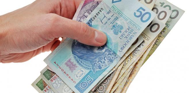 Istniejąca od listopada 2013 r. spółka komandytowo-akcyjna, której wspólnikami są zarówno osoby fizyczne jak i prawne, zapłaci daninę od początku następnego roku - potwierdziła poznańska izba skarbowa.