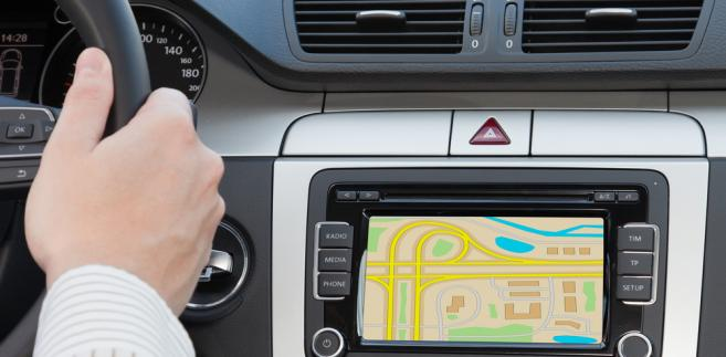 """Od zakupionej do auta osobowego wykorzystywanego do celów """"mieszanych"""" nawigacji czy CB-radia przedsiębiorca może odliczyć 50 proc. VAT-u."""