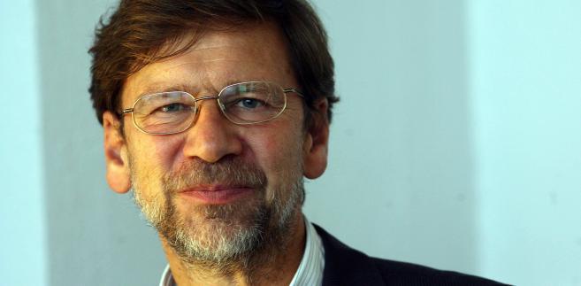 Jacek Santorski psycholog biznesu, współwłaściciel firmy Values. Piąty rok prowadzi Akademię Psychologii Przywództwa (przy Szkole Biznesu Politechniki Warszawskiej), w której top menedżerowie uczą się nowoczesnego przywództwa