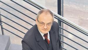 Prof. dr hab. Bogumił Brzeziński z Uniwersytetu Mikołaja Kopernika w Toruniu