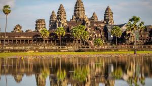 1. KambodżaChcesz jechać, gdzie pieprz rośnie? Ale tak dosłownie? Jednym z jego najważniejszych producentów jest Kambodża – przemierz khmerskie wioski tuk tukiem aż do plantacji pieprzu rodziny Sothy. Jadaj pyszne i niedrogie specjały z ulicznych stoisk, nawet jeśli nie wiesz co kupujesz. I odkrywaj dzikie plaże, które nie ustępują urodą tajskim, a na pewno masz tu większe szanse, aby mieć je tylko dla siebie. Tutaj poczujesz się jak odkrywca, a nie jak turysta.