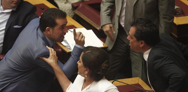 Dyskusja w greckim parlamencie nad pakietem reform oszczędnościowych