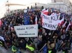 Polska w ruinie: Obrońcy demokracji wchodzą w buty moherów [FELIETON]