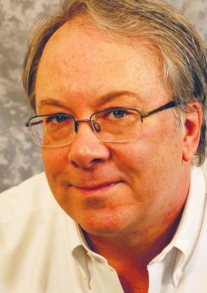 """Avery Gilbert autor książki """"Co wnosi nos? Nauka o tym, co nam pachnie"""". Sam nazywa siebie """"naukowcem od węchu"""". Obronił doktorat z psychologii na Uniwersytecie Pensylwanii, pracował w Monell Chemical Senses Center, instytucie zajmującym się badaniami nad smakiem i węchem, i w dziale badań i rozwoju korporacji Givaudan-Roure, największego na świecie producenta substancji zapachowych. Prowadzi badania nad percepcją zapachu u człowieka, m.in. nad synestezją oraz wpływem zapachów na zachowania konsumenckie"""