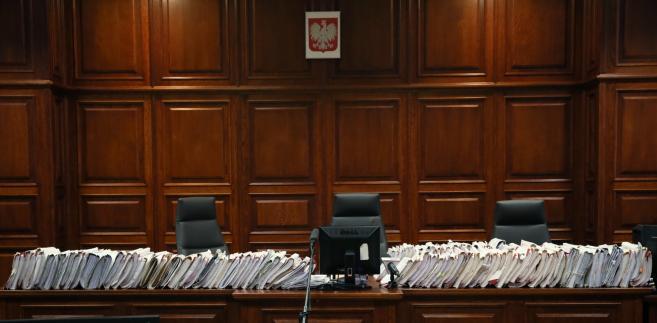 Przed Sądem Okręgowym w Warszawie toczy się proces Tomasza Arabskiego i czterech innych osób, oskarżonych w trybie prywatnym przez rodziny ofiar katastrofy smoleńskiej o niedopełnienie obowiązków przy organizacji lotu prezydenta Lecha Kaczyńskiego i delegacji do Smoleńska 10 kwietnia 2010 roku.