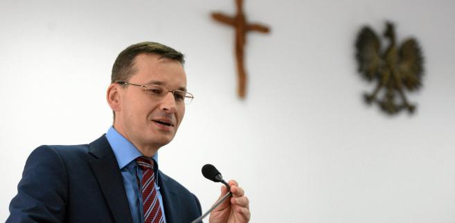 """Na pytanie czy nie boi się, że działalność Polskiego Funduszu Rozwoju zostanie przez Komisję Europejską uznana za niedozwoloną pomoc publiczną, Morawiecki powiedział: """"Aż tak bardzo się nie niepokoję""""."""