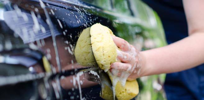 Samochód, myjnia, mycie samochodu