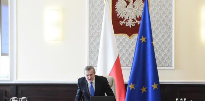 Projekt ustawy o jednolitej cenie książki, przygotowany przez Polską Izbę Książki, a teraz przejęty przez Ministerstwo Kultury i Dziedzictwa Narodowego (MKiDN), zakłada, że cena książki przez rok od daty wprowadzenia jej na rynek będzie mogła być obniżona maksymalnie o 5 proc.