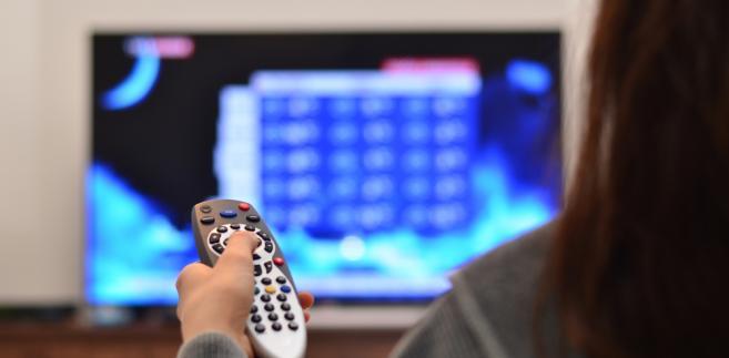 Na reklamę w sieci wydano w I półroczu o 110 mln zł więcej niż rok temu, a na reklamę w telewizji o 9 mln mniej – wynika z danych Starcomu