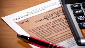 Projekt przewidywał zniesienie ograniczenia w rozliczeniu PIT dla środowisk twórczych.