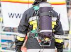 Strażacy walczą z pożarem składowiska opon w Trzebini