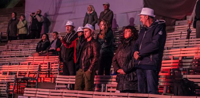 Amfiteatr NCPP pustoszeje podczas koncertu Jana Pietrzaka