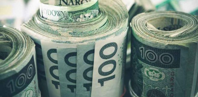 Niższa inflacja i środowe święto mogą wpłynąć na osłabienie złotego