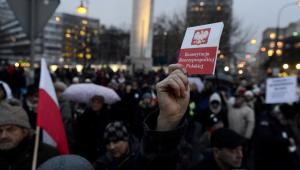Protestujący mieli ze sobą m.in. egzemplarze konstytucji.