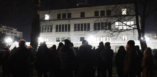 Protest przed budynkiem Senatu