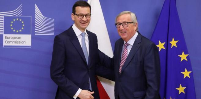 Premier Mateusz Morawiecki oraz szef Komisji Europejskiej Jean-Claud Juncker przed spotkaniem w Brukseli.