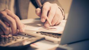 Spór toczył się o to, czy dochód ze zbycia oprzyrządowania, które wcześniej zostało udostępnione podwykonawcy spoza strefy, jest zwolniony z podatku na podstawie art. 17 ust. 1 pkt 34 ustawy o CIT.