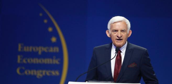 """Otwierający EKG panel """"Nasza nowa Europa"""" poprowadził były premier i szef parlamentu EU Jerzy Buzek"""