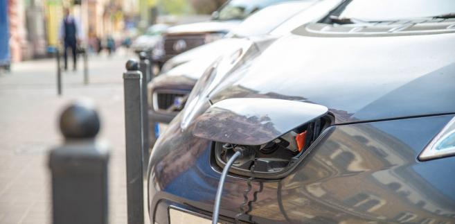 Niemal połowa ankietowanych chciałaby ładować auto elektryczne poza miejscem zamieszkania i pracy, zakładając jego odpłatność, nie dłużej niż 30 minut (47 proc.).