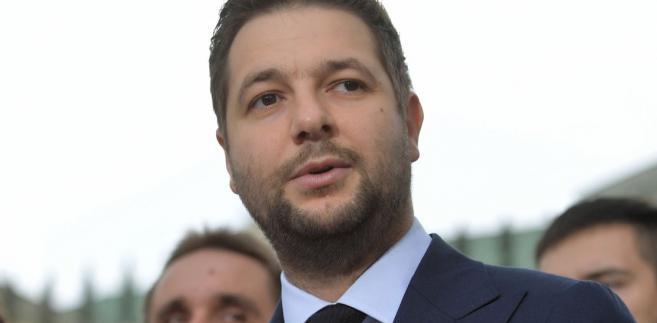 """Podkreślił jednocześnie, że wśród nich nie było Marymonckiej 49. Jego zdaniem sformułowane wobec komisji weryfikacyjnej zarzuty są nieuczciwe, a ich celem jest """"dokopanie"""" mu w wyborach na prezydenta Warszawy."""