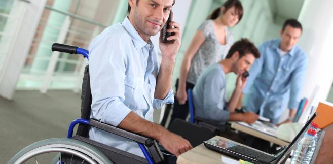 Niepełnosprawnym przysługuje karta parkingowa