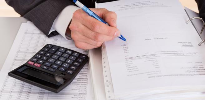 Niestety doświadczenia wskazują, że przy zamknięciu ksiąg rachunkowych nadal jest popełnianych wiele błędów, często niezamierzonych, wynikających ze zwykłej pomyłki lub też przyjęcia niewłaściwych założeń w polityce rachunkowości jednostki.