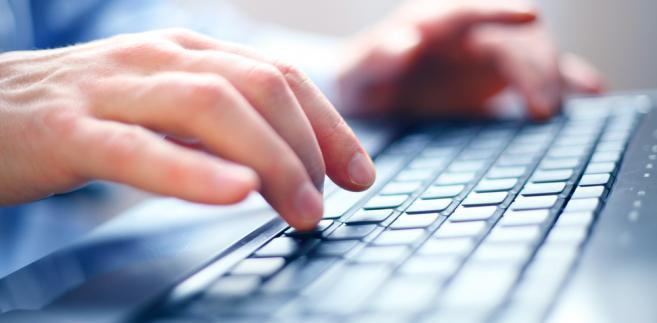 Średnio co czwarty wniosek został złożony drogą elektroniczną.