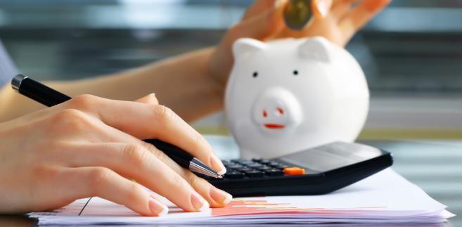Koszt pięcioletnich papierów dłużnych spadł o cztery punkty bazowe, czyli 0,04 proc. do poziomu 3,77 proc. i jest tylko o cztery punkty bazowe większy od rekordowego minimum z 9 listopada.