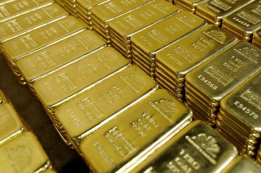 Złoto źle zniosło pierwszą decyzję o ograniczeniu przez amerykańską Rezerwę Federalną skali skupu aktywów.
