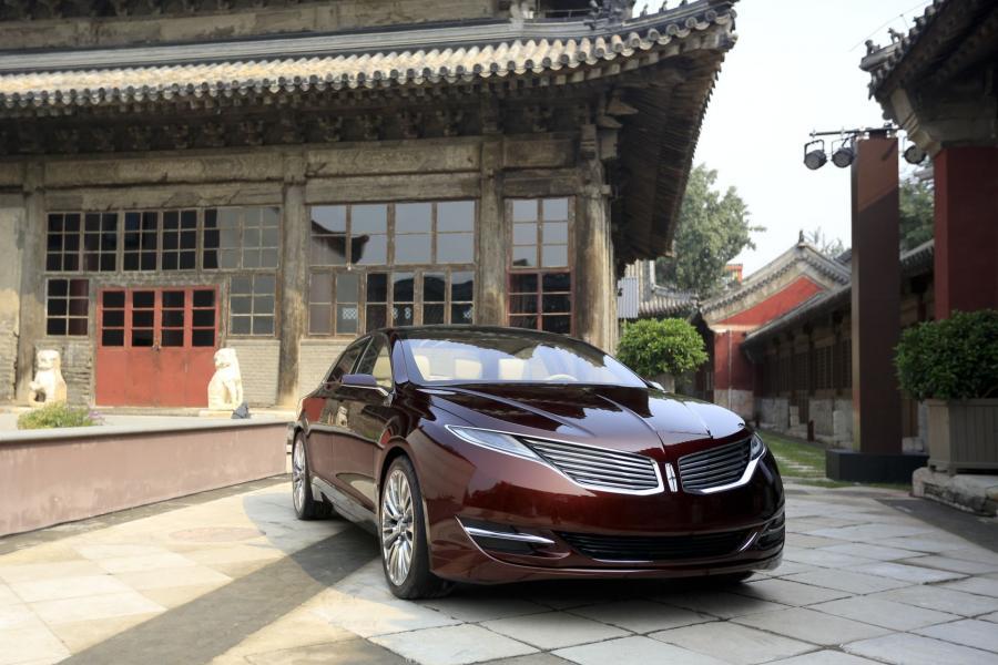 Ford postawił również w Chinach na swoje luksusowe koncepcyjne dziecko - Lincolna MKZ.