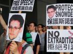 """<b>Czerwiec 2013: Afera PRISM</b> <br><br> 7 czerwca wybuchła największa medialna """"bomba"""" roku. Tego dnia dwa opiniotwórcze dzienniki """"The Guardian"""" oraz """"The Washington Post"""" opublikowały artykuły, które dowiodły, że rząd Stanów Zjednoczonych posiada dostęp do prywatnych danych użytkowników takich serwisów, jak Gmail, Facebook, YouTube czy też Skype. Informatorem okazał się Edward Snowden, szeregowy pracownik amerykańskiej NSA (Agencja Bezpieczeństwa Krajowego).  <br><br> Informacje przekazane przez Snowdena wywołały ogólnoświatową dyskusją na temat prywatności w internecie, a raczej jej braku. Jednocześnie podważyły nasze zaufanie do największych technologicznych koncernów. Firmy tłumaczyły, że wszystkie informacje przekazywały władzom zgodnie z literą prawa. Władze tłumaczyły, że informacje te są wykorzystywane jedynie do walki z światowym terroryzmem. A Snowden? Obecnie jest poszukiwany przez władze USA pod zarzutem ujawnienia tajemnic państwowych i szpiegostwa. Ostatnim znanym miejscem jego pobytu była Rosja."""