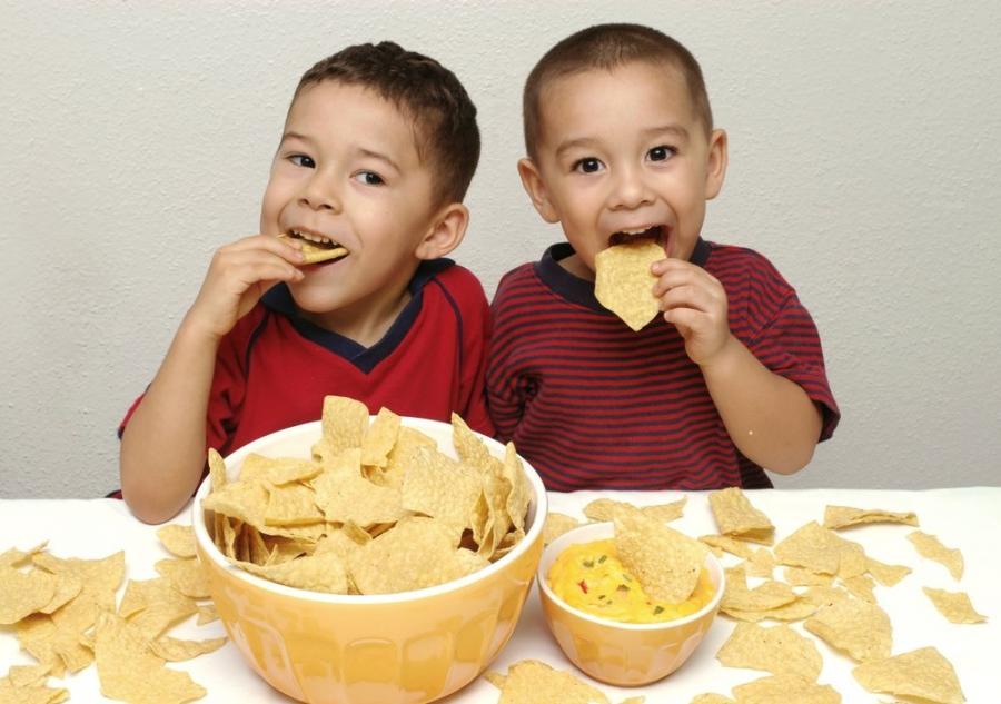 Dlaczego dzieci jedzą chipsy, piją cole i odmawiają obiadu ?