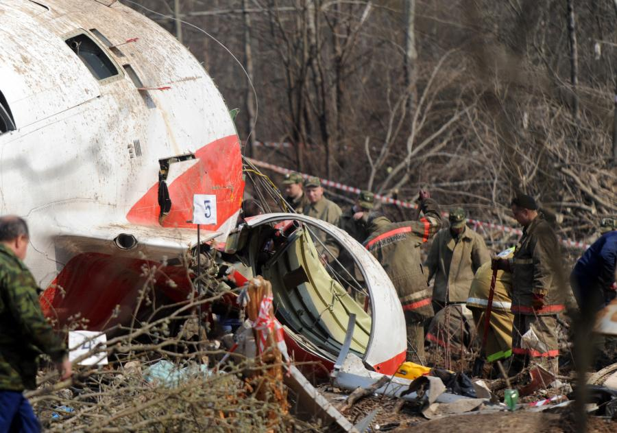 Wrak rządowego Tu-154M po katastrofie w Smoleńsku