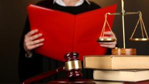 Nie ma żadnego przepisu, który wprost stwierdzałby, że rady gmin mają prawo do dokonywania oceny statusu prawnego orzeczeń Trybunału Konstytucyjnego.