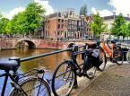 Amsterdam<br><br>To najbardziej przyjazna rowerom stolica Europy. Łączna długość ścieżek rowerowych to 400 km. Ta najbardziej turystyczna liczy 42 km i zaczyna się przed dawnym browarem Heinekena, a kończy w okolicach Ratusza i Opery.