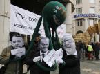 Także w Polsce, m. in. w Warszawie zorganizowano demonstrację przed gmachem Przedstawicielstwa Komisji Europejskiej.Protestowało tu ok. 300 osób.