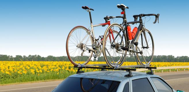 Rowery przewożone na dachu samochodu