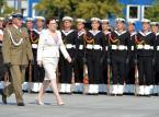 Premier Ewa Kopacz na placu Piłsudskiego, przed uroczystością przejęcia przez prezydenta Andrzeja Dudę zwierzchnictwa nad Siłami Zbrojnymi.