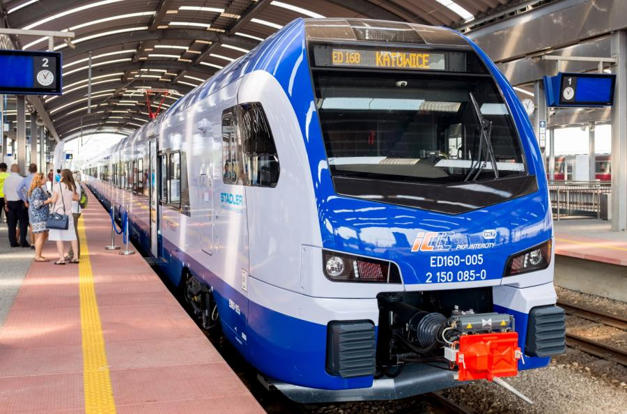 Pociąg Flirt 3, wyprodukowany prawie w całości w Polsce przez konsorcjum Stadler-NEWAG dla PKP Intercity