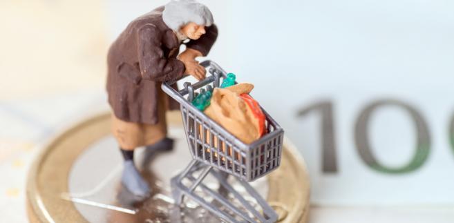 bieda senior zakupy pieniądze