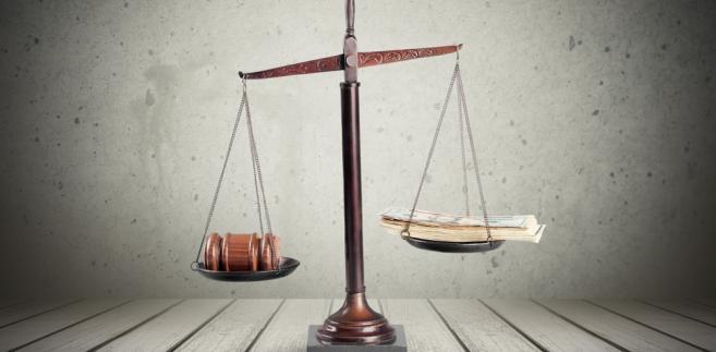 Rada zwraca również uwagę na sprzeczność z Konstytucją uregulowania wskazanego w art. 1 pkt 2 opiniowanego projektu, w zakresie art. 11b ust. 1 do 4 ustawy o Krajowej Radzie Sądownictwa