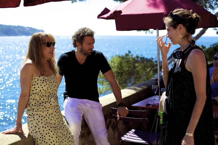 "Emmanuelle Bercot, Vincent Cassel oraz reżyserka Maiwenn na planie filmu ""Moja miłość"""
